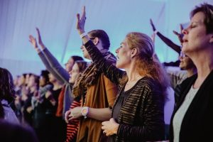 Women-worshipping-300x200
